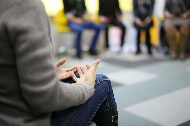 Aprender a escuchar y escucharse en la psicoterapia